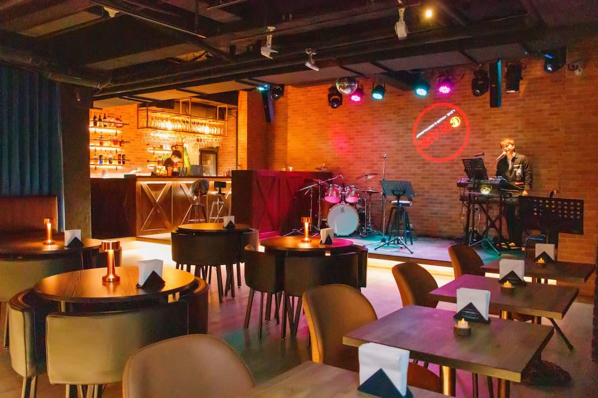 【高雄】On Air音樂餐廳,全天歌手駐唱,熱炒燒烤通通有!