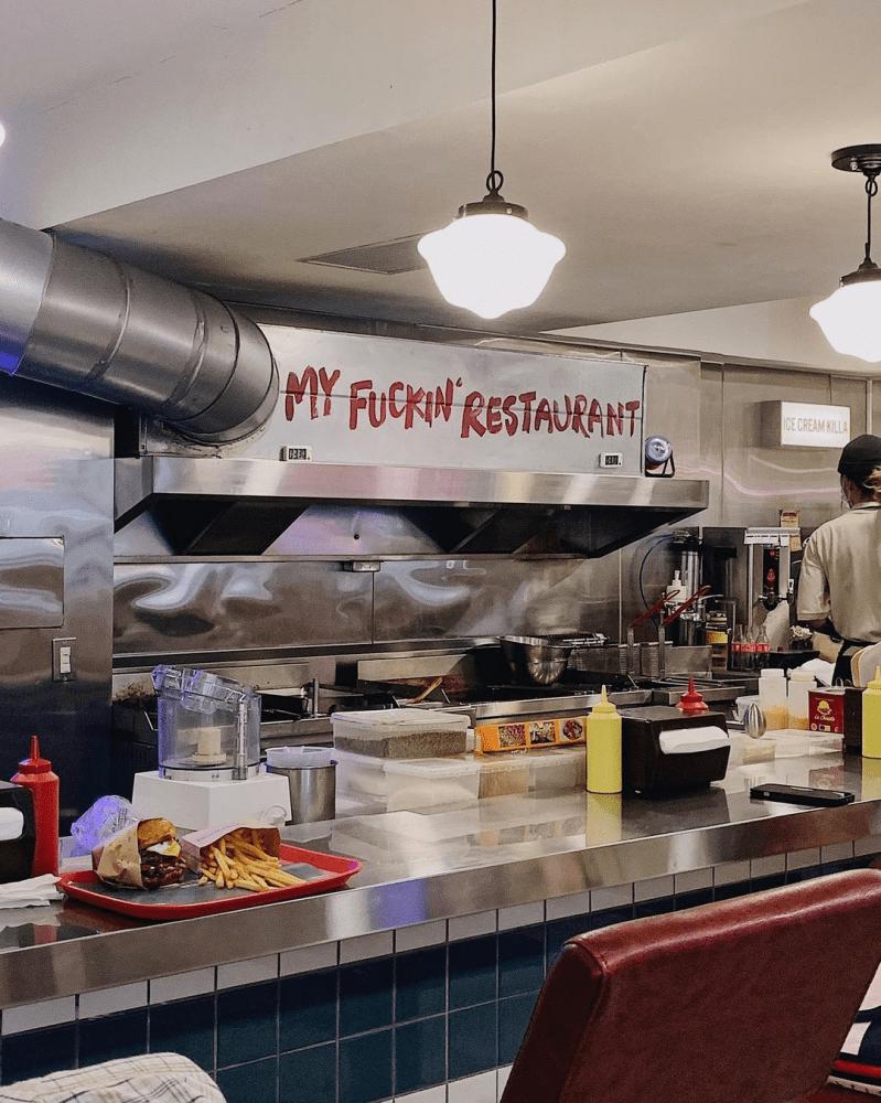 """台北大安區美食「Everywhere burger club 漢堡俱樂部」無敵""""爆料""""漢堡,料多豐富多汁,每口咬下都超級過癮~"""