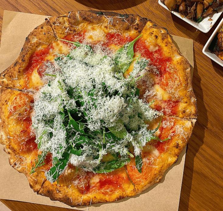 台北萬華區美食「CURA PIZZA」石窯柴燒拿坡里比薩~傳統手工的好滋味,讓你一吃難忘!