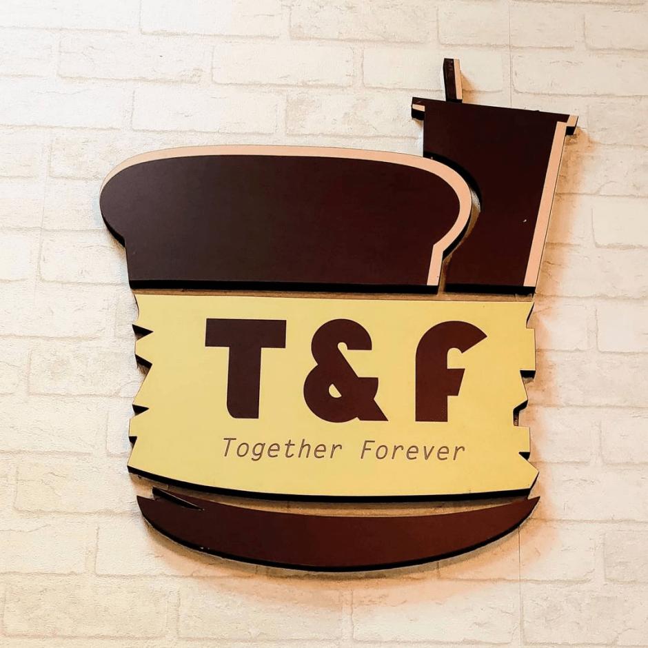 台南東區美食「T&F 手作吐司」台南大學附近最夯宵夜~百吃不膩爆餡熱壓吐司,讓你天天都想來!