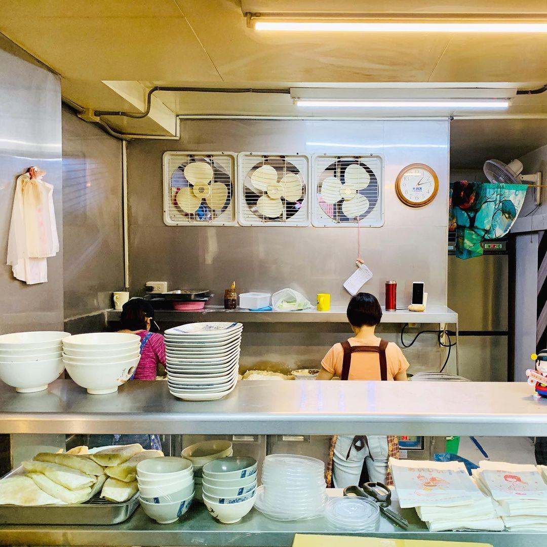 東區美食「江蘇菜盒店」台北人氣美味烙餅,必吃銅板美食,皮薄餡多不油膩!