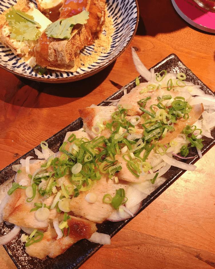 台北美食推薦「阿薄郎薄皮餃子台式小酒館」皮薄多汁內餡煎餃,一吃就回不去了~