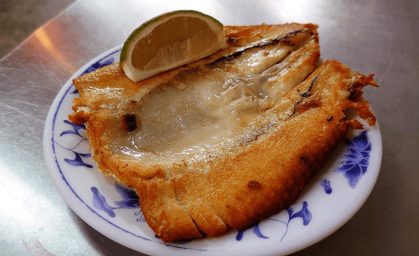 台南美食推薦「富鴻魚肚小吃」在地人激推的深夜人氣小吃,宵夜也要吃得很澎湃~