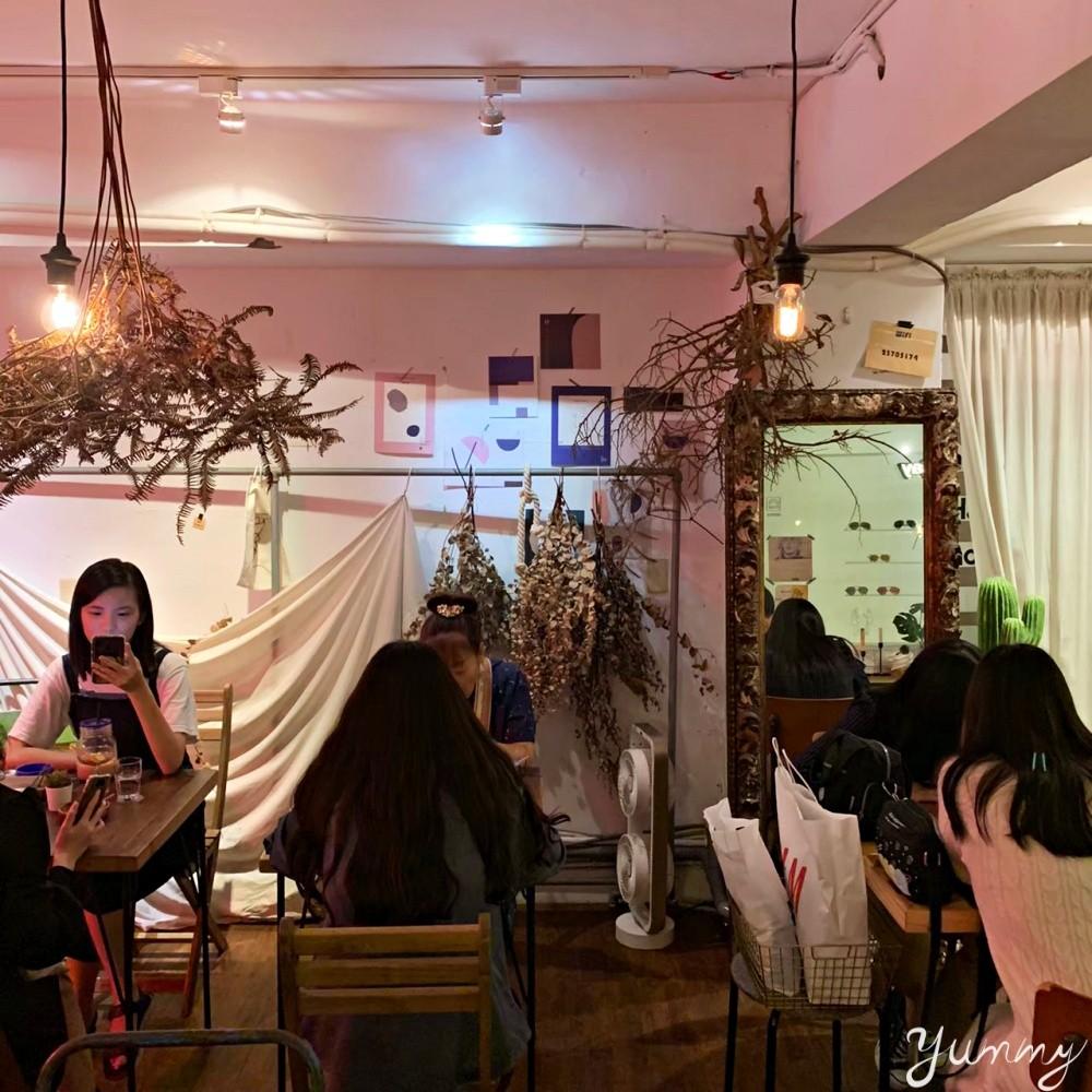 西門町咖啡廳推薦「妳有咖啡」電影街內的隱藏小店,還是寵物友善咖啡廳哦!
