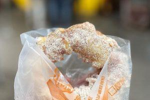 台灣人ㄟ脆皮鮮奶甜甜圈|晴光市場必吃銅板美食,一個25元,近捷運中山國小站!